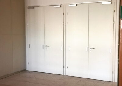Vstupní dveře do sálu – KD Ládví