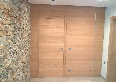 Integrované dveře v obkladu – Realizace Strančice