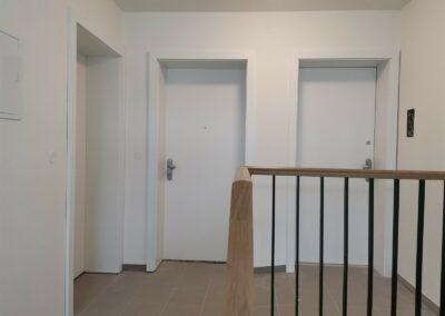 Bytový dům Vinohrady – realizace vchodových dveří